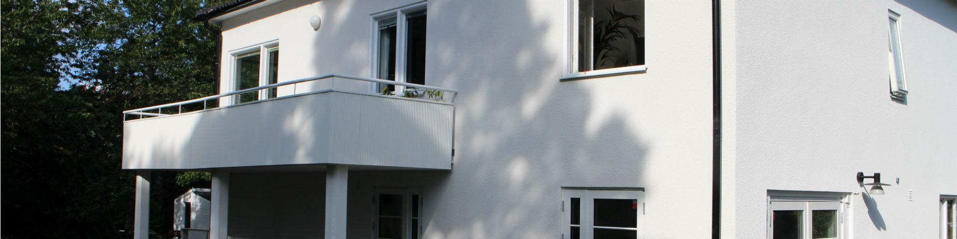 Stänkputsning av fasad med ädelputs. Stockholm - Bromma.