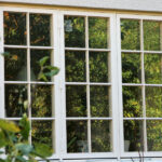 Renovering av putsad fasad och fönstermålning.