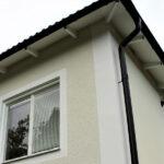 Putsade fasader och fungerande plåtbeslag.